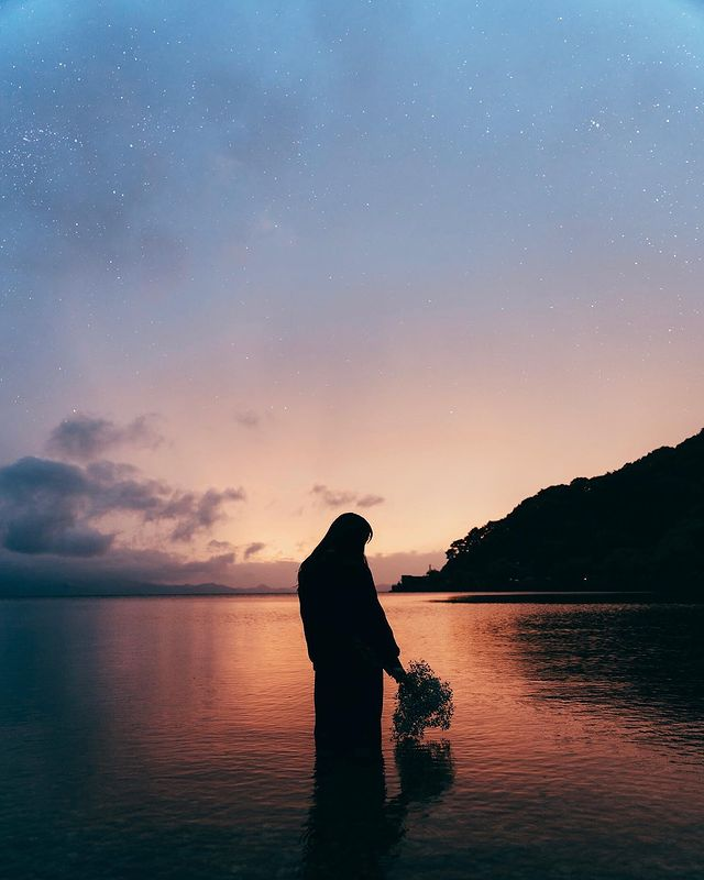 今回の作品は、福島県にある猪苗代湖で撮りました!!湖は波がなくて綺麗に光を反射してくれるので、作品をより幻想的にしてくれますよね!😊 この日は、ずっと雨が降って...