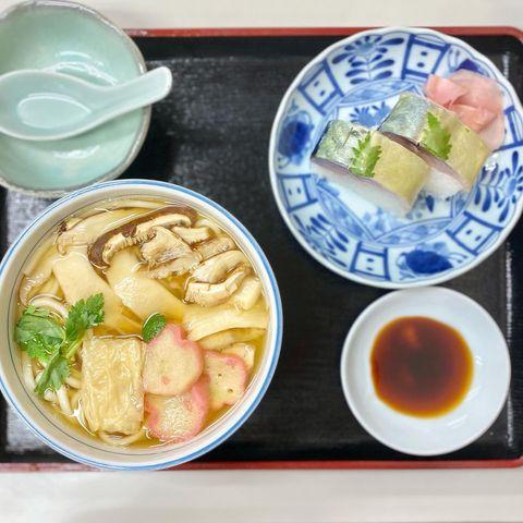 🐸 おはようさんです いつもイイネ ♡ コメントありがとうございます  京都、出町柳 出町枡形商店街にある、鯖寿司が有名な大衆食堂 ……………………………………...