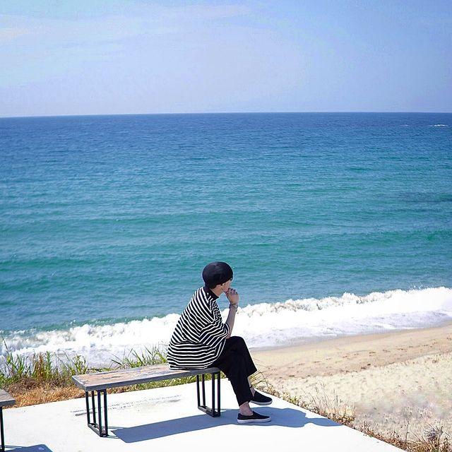 . The sea that signals the end of summer🌊 夏の終わりをどこで見極めようか⁉︎ ひとり訪れた海は静かに私に教えてくれ...