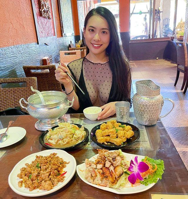 誰~也喜歡泰式料理的💓 大家有沒有覺得,不管在墾丁的哪一家餐廳穿比基尼吃飯都不違和耶(⁎⁍̴̛ᴗ⁍̴̛⁎) #台灣 #墾丁 #屏東 #恆春 #泰式料理 #泰式...