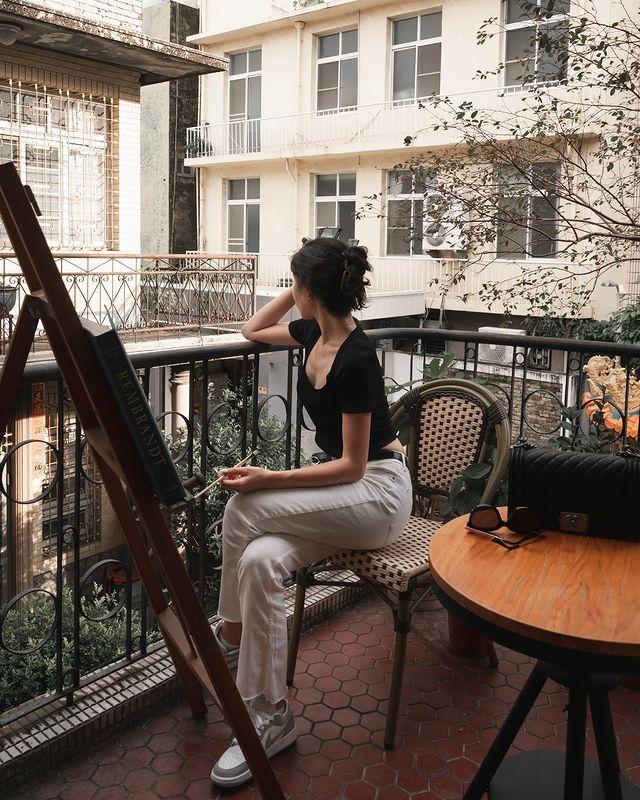 /ᴛᴀɪɴᴀɴ/Nijo coffee /16:30/ ㅤㅤㅤㅤㅤㅤㅤㅤㅤ 沒想到復古巷弄、舊式老樓裡還藏著小歐洲的場景😍 ═══════════════ Ⓒ ᴀ...