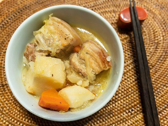 【豬五花燉煮蔬菜高湯】 今天我想用台灣不常見的「コンソメ」蔬菜高湯來做燉煮料理。 常用來做叉燒的豬五花,這次想賦予清爽的風味。 結合豬肉的香氣與蔬菜的鮮甜,...