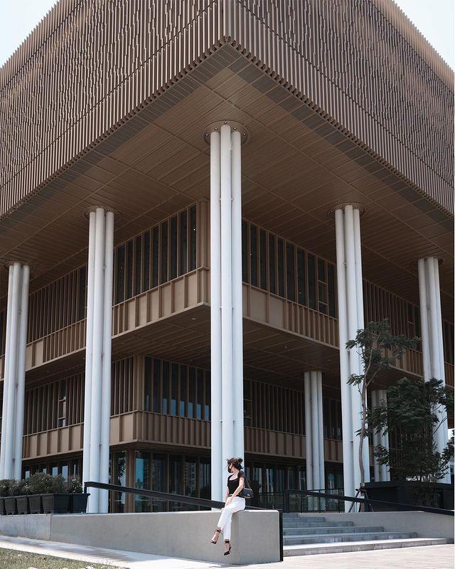 /ᴛᴀɪɴᴀɴ/市立圖書館/13:10/#JL對稱系列 ㅤㅤㅤㅤㅤㅤㅤㅤㅤ 繼上一篇的紅樓梯,馬上補個建築外觀🤩 ═══════════════ Ⓒ ᴀ6400 ...