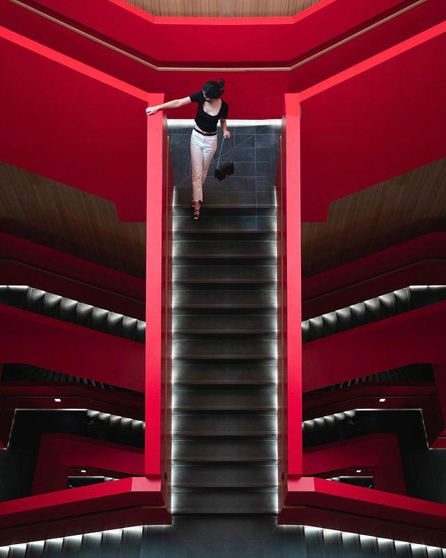 /ᴛᴀɪɴᴀɴ/市立圖書館/12:50 ㅤㅤㅤㅤㅤㅤㅤㅤㅤ ═══════════════ 剛開幕時狂被洗版,終於有機會來了🤩 對比起建築沈穩的設計、整棟的垂直動...