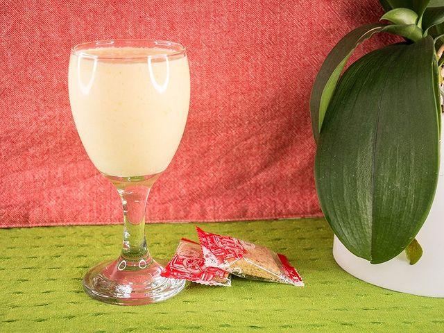 【印度芒果奶昔】 以前在台灣學中文時,印度的同學教我印度芒果奶昔的作法。 因為台灣的芒果很便宜,所以我在台灣時也常常做來喝。  做法非常簡單,只要全部材料...