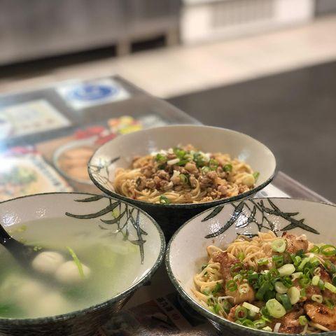 拌面 for Lunch 🍜 ! Located in Zhongxiao Dunhua (忠孝敦化) Blue Metro Line • • • #taipei...