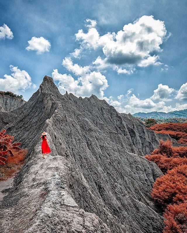 . 高山不語 是一種巍峨的等待 等待的是 溫柔而有著寬闊的胸懷 . 世界很大 風景很美 疫情讓大家無法走出國門 其實 台灣真的很美 值得一一去探索👣 . . ....