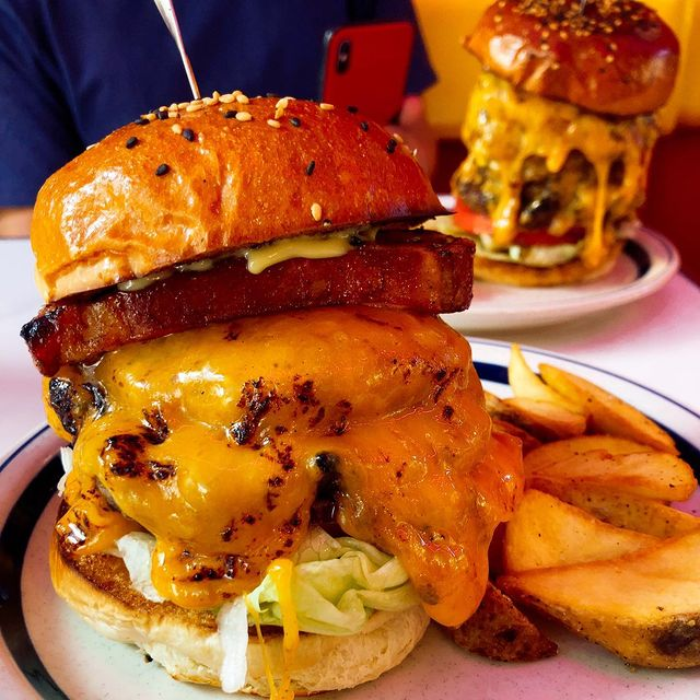 肥後橋駅 BURGERLION the_burgerlion ダブルチーズバーガー+追いチーズ+ベーコン 2360円 tomo_tomo_tomo123 さん...