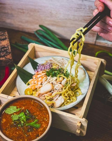 《外帶防疫餐新品上市》 是的,我們又推出新品啦! 這是的主題是「新加坡」lah 《人生海海南雞飯》 《南洋風味Kaya枷椰饅頭》 《星洲風味辣蟹沾麵》 ...