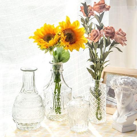 美好的溫度藏在細節裡 透明色調的玻璃清透晶亮 法式浮雕優雅細膩 插上鮮花🌹 為家中增添香氣 ▌法式典雅浮雕玻璃花瓶 #39tableware ...