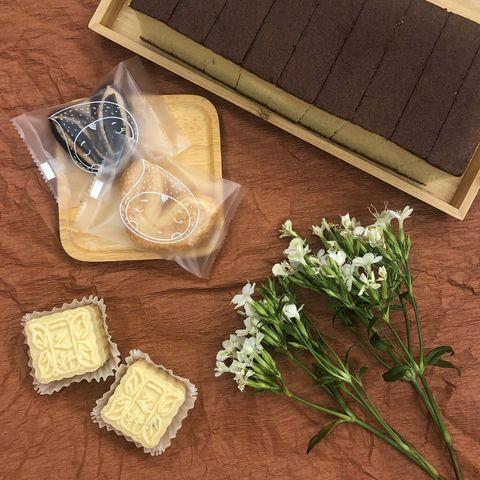 📍#宅配甜點 來自朋友們贈的愛心甜點❤️ 價格來自網路查詢和詢問賣家☺️ 。 🧚♀️ #一之軒 ❤︎ #蜂蜜蛋糕 (大) ①⑥⑧ 防疫特惠價 ❤︎ #綠豆冰糕...