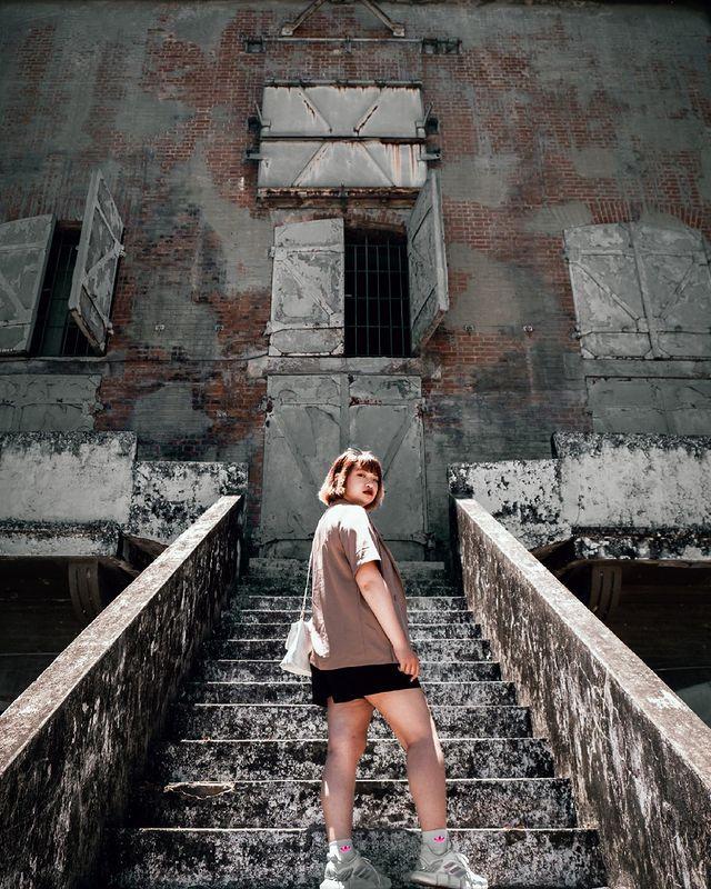 廢墟風 每個角落都很好拍 但是一個不小心 可能會變成鬼片風😄 📌#高雄景點 #海軍鳳山無線電信所 🚗#taiwan#tainan #travel 🏖#蒨蒨的旅...