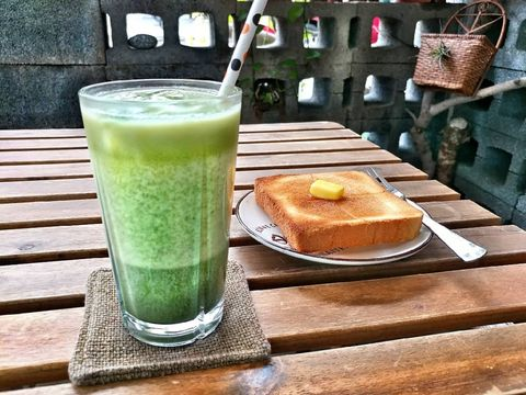 🍞🍞🍞 Cafe' Zwischen @ Nantou, Taiwan / 咖啡之間 @ 南投市 。 人不親土親也親 自家附近的咖啡 滿滿的在地溫度 品質絲毫不打...