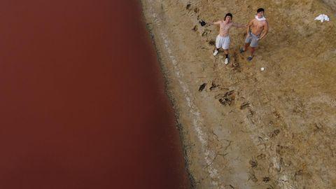 📍粉紅慈湖 上個月跟 robert_hung_0404 勘查粉紅湖是否還存在,發現粉紅湖可能因為下雨的關係,沒有之前較乾旱的時候那麼粉,不過還是有幾個粉紅的區塊。...