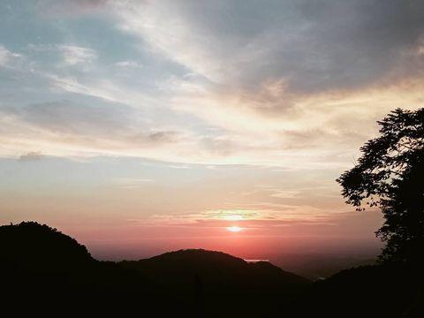 今日的#夕陽 #阿里山公路#台18#海拔1000公尺#森活琚咖啡 #嘉義一日遊 #嘉義風景 #嘉義旅遊 #阿里山一日遊 #阿里山旅遊 #阿里山景點 #阿里山風景