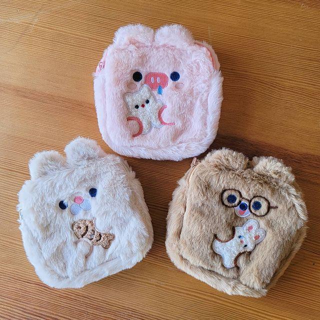 《新品上市》 ✔「毛茸茸動物」化妝包 / 棉棉包 可以裝衛生棉、化妝品,超實用而且超可愛。 //// ▸ 款式 / 如圖三款:兔、豬、熊 ▸ 尺寸 / 13*1...