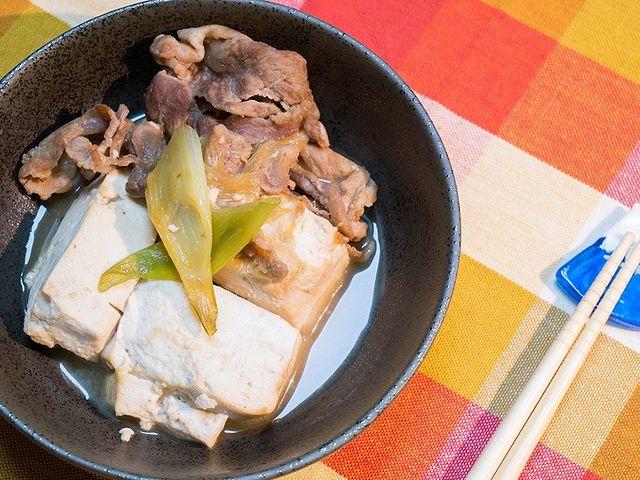 【日式肉豆腐】 如果你喜歡壽喜燒的話,請務必試試這道料理「肉豆腐」。 撒上唐辛子的話就超級美味喔! 調味與做法都相當基本,如果有機會請務必試試。  為了...
