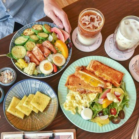 【#台中美食 #阿飛Brunch 】詳文google 2A食旅日記 - 台中早午餐推薦!位在台中東區、台中火車站後方的「阿飛Brunch」是一家有著森林感的高評價...
