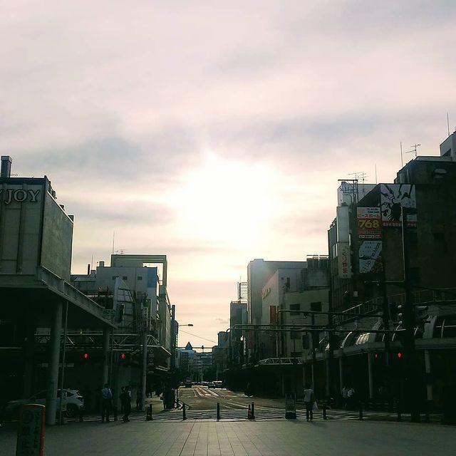抬頭看了天空,就會有美景 從不同的角度看夕陽, 就有不同的魅力 #福井 #夕陽 #不喜歡人潮擁擠 #春天 #日落 #自由行 #日本旅遊 #旅行 #踏青 #放鬆...
