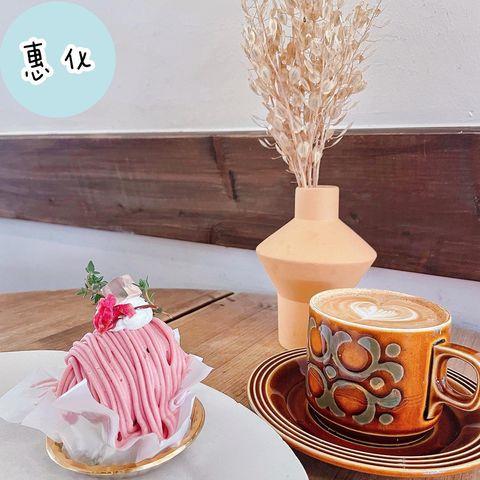 <카페 카이로>➡️菜單 咖啡木色是家位於大學路的咖啡廳 每年一到草莓季🍓就會主打草莓系列甜點 聽說下個禮拜就是草莓甜點的最後一個禮拜 於是就為了這個草莓蒙布朗跑...