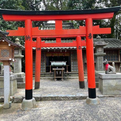 「2021年3月」 奈良県の大神神社近くにある、 「成願稲荷神社(じょうがんいなりじんじゃ)」 稲荷神社ということもあり、 商売繁盛・開運招福・念願成就に御利...