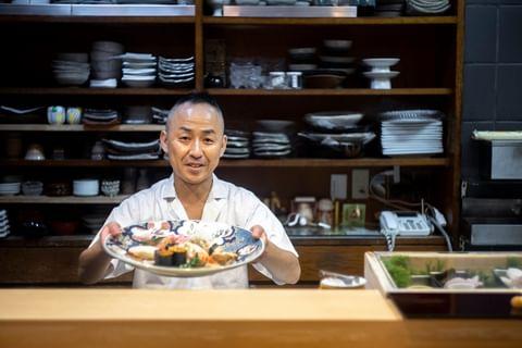 #米其林餐廳 從鳥取車站走路約6分鐘的壽司店「名代 笹壽司」是鳥取市內的壽司老店,老闆每天選用當季食材使用.由於店內位置不多的關係,最好事先預約以免撲空. ~IN...