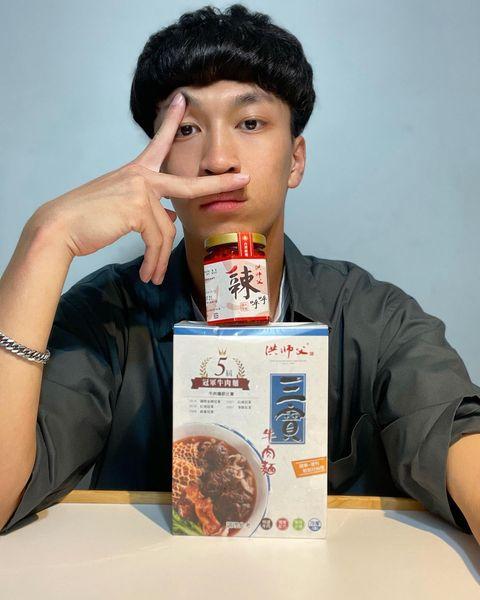 洪師父牛肉麵🐂   📍位於臺北市中山區建國北路二段72號  每日早上11:00-晚上21:00營業   沒錯 又是吃的啦🤤這次收到的是洪師父牛肉麵...