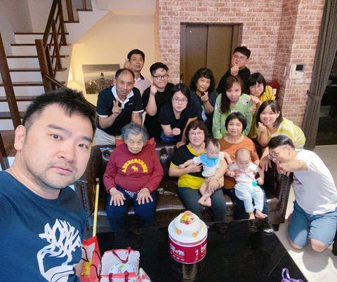 母親節,帶奶奶去宜蘭走走,三天兩夜(5/7~5/9)之旅。 5/8入住FUN宿Villa,包棟民宿,家人聚在一起。 #photooftheday #photo...