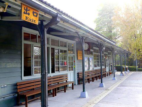 來嘉義很喜歡來走走的「北門車站」, 總能想起上阿里山的美好記憶。 🎄地址:嘉義市東區共和路428號 ------------------------------...