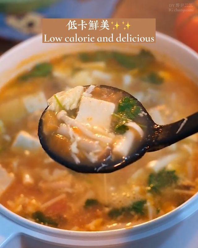 10分鐘營養鮮美減脂湯🍅🍅Low-calorie tomato mushroom soup 開胃素食無負擔,簡單食材就超級好喝✨✨ 🔊Tag你身邊要減肥又愛吃...