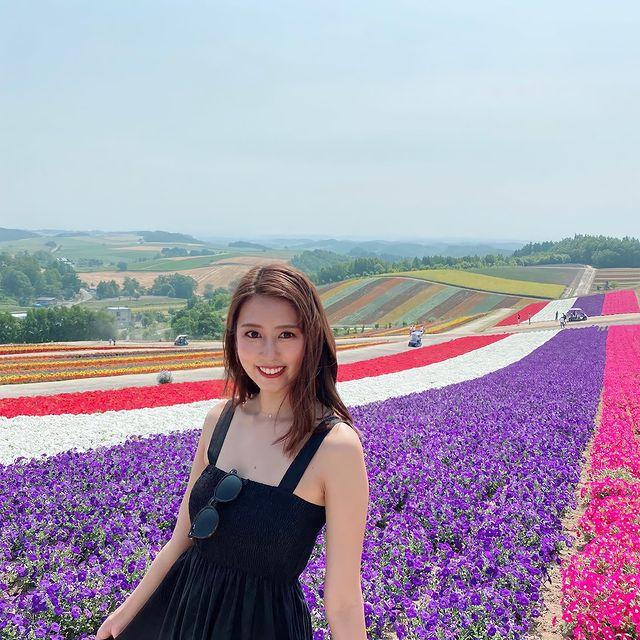 《四季彩の丘》 @北海道美瑛町 . 四季彩の丘は、北海道上川郡美瑛町にある観光名所で、15万平方メートルの色とりどりのお花が辺り一面に広がります。 #グルメ...