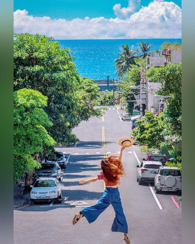 走吧 ! 一起去花東旅行 深入大海裡 熱到快崩潰>< 沿著最美的公路6 台11線台東至花蓮海岸公路~ 搖下車窗 映入眼簾看到的是屬於東部湛藍的海水 心情揚起笑靨 ...