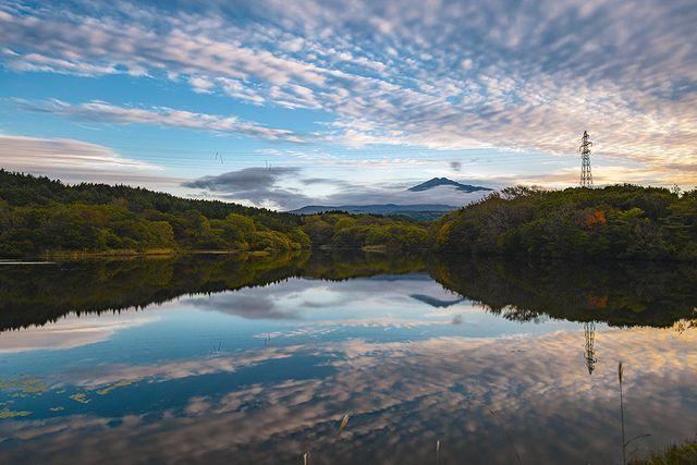 📍秋田/鳥海山 色付き始め 色付き始めの鳥海山の紅葉🍁 曇天から一気に雲が抜け、青空が見えた瞬間は良い景色でした。 機材 nikonjp #rakuten...