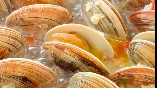 卟卟卟 分享一個白貝的超鮮吃法✨The most delicious way to eat clams 💖白貝:我想開了🧡超級療癒! 你們把這種貝類叫什麼? 🔊...