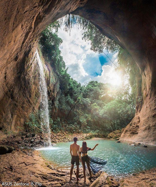 這巨大的蝙蝠動洞穴!好像電影裡的場景~據說從路口走到這裡只有200公尺!是一處網美拍照的地方呀~ #BatCaveWaterfall, #NanxiDistri...