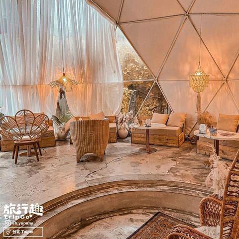 👉美式露營⛺️風格的室內佈置🥰 與閨蜜們的約會 可以來這放鬆一下💕💕 .⠀ 《 Drunk cafe 爛醉咖啡 》⠀ 🏠台北市大安區光復南路116巷9號 . 📷...