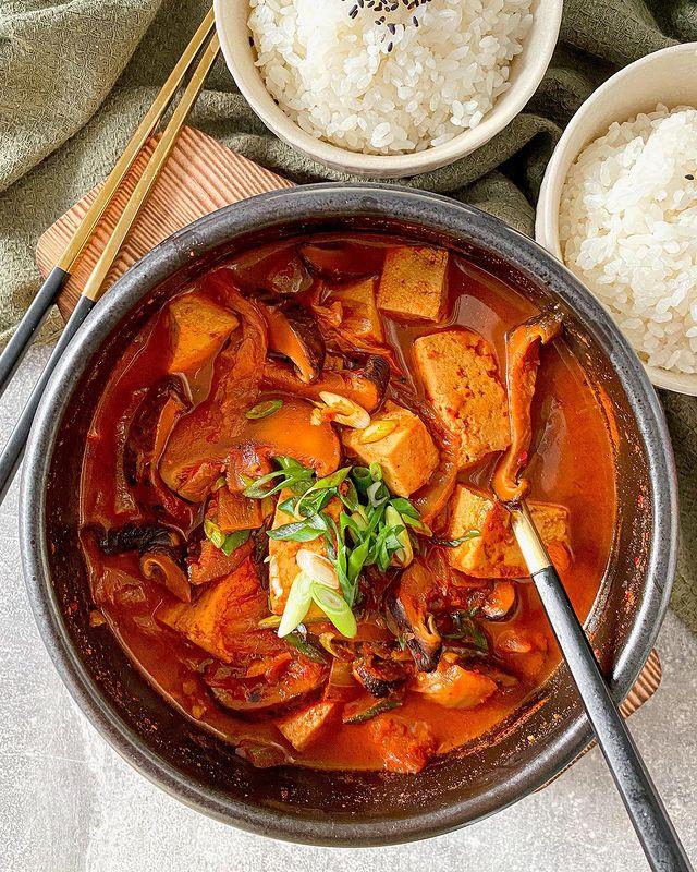 📍#korean // Kimchi tofu jjigae 김치찌개. Go watch my Reel for the full #asmr experien...
