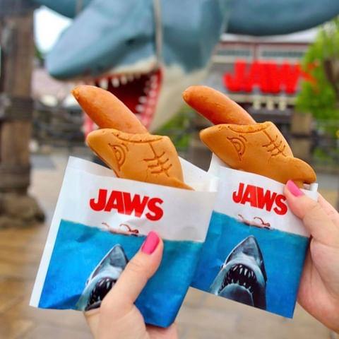 [#girlstalk日韓] 📍 環球影城 日本 鯊魚吃香腸🦈日本環球影城推出了JAWS Special Dog Set~特別的造型引起好多人討論😂 - 環球影...