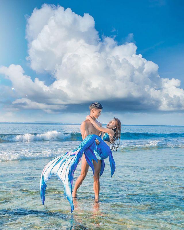 小琉球。美人洞🧜♀️🌊☁️ 小美人魚已上岸! 上次去小琉球玩拍了一系列的海上創作 準備收工的時候,突然發現可以拍張浪漫的人魚照😍 好喜歡上次拍人魚系列🔥 雖然現...
